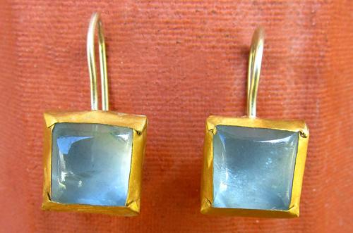 <b>A050-aqua</b> - earing with aquamarine set in 24K Gold