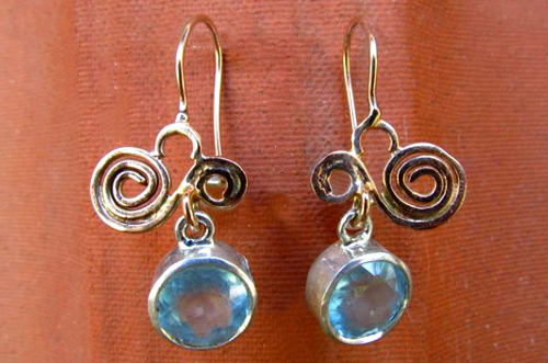 <b>A087-9-s</b> - Sterling silver and 9K rose gold earing with aquamarine