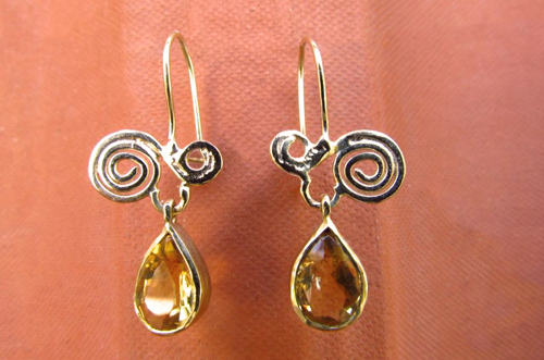 <b>A088-14-drop</b> - 14K gold earing with a drop citrine