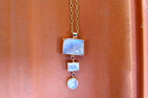 <b>SH007</b> - moonstone pendant set in 9K red gold with gold filled necklace