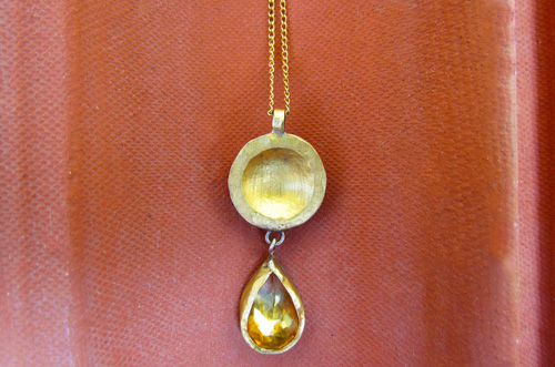 <b>SH017</b> - Pendant with Citrine set in 24K gold