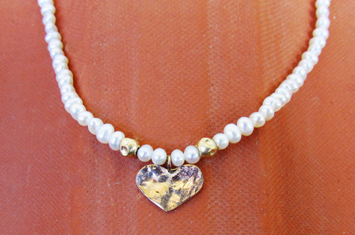 <b>SH087</b> - pearl necklace with gold heart