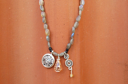<b>SH115</b> - Labradorite necklace with sterling silver elements
